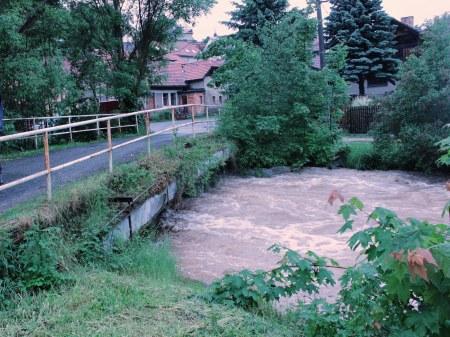 Most při povodni v červnu 2013.